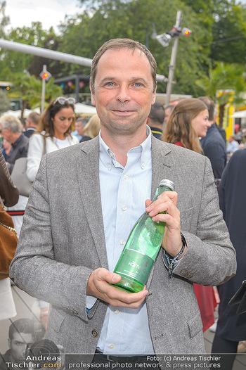 Hill Lounge Opening - Rathaus Wien - Di 09.07.2019 - Philipp BODZENTA mit Römerquelleflasche7
