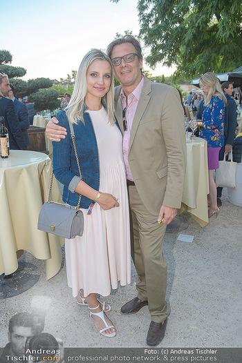 Die Zauberflöte Premiere - Oper im Steinbruch St. Margarethen - Mi 10.07.2019 - Philipp WECK mit Freundin Yulija DEVYATOVA (schwanger)101