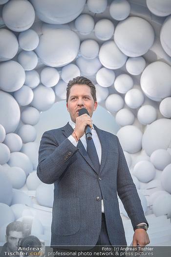 Die Zauberflöte Premiere - Oper im Steinbruch St. Margarethen - Mi 10.07.2019 - Daniel SERAFIN bei seiner ersten Premierenansprache im Steinbruc110
