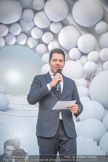 Die Zauberflöte Premiere - Oper im Steinbruch St. Margarethen - Mi 10.07.2019 - Daniel SERAFIN bei seiner ersten Premierenansprache im Steinbruc111