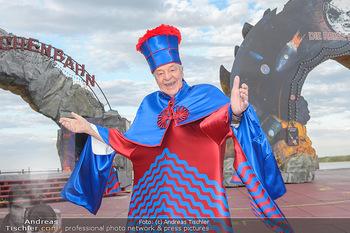 Das Land des Lächelns Premiere - Seefestspiele Mörbisch - Do 11.07.2019 - Harald SERAFIN auf der Bühne im Kostüm des Obereunuchen1