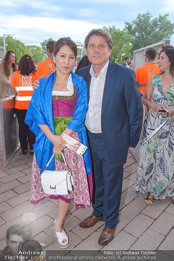 Das Land des Lächelns Premiere - Seefestspiele Mörbisch - Do 11.07.2019 - Christian SPATZEK mit Ehefrau Sun Young51