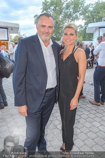 Das Land des Lächelns Premiere - Seefestspiele Mörbisch - Do 11.07.2019 - Hans Peter DOSKOZIL mit Freundin Julia52