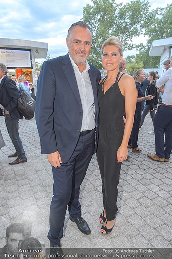 Das Land des Lächelns Premiere - Seefestspiele Mörbisch - Do 11.07.2019 - Hans Peter DOSKOZIL mit Freundin Julia53