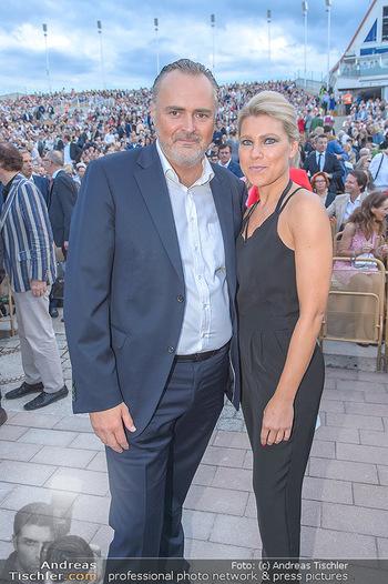 Das Land des Lächelns Premiere - Seefestspiele Mörbisch - Do 11.07.2019 - Hans Peter DOSKOZIL mit Freundin Julia68