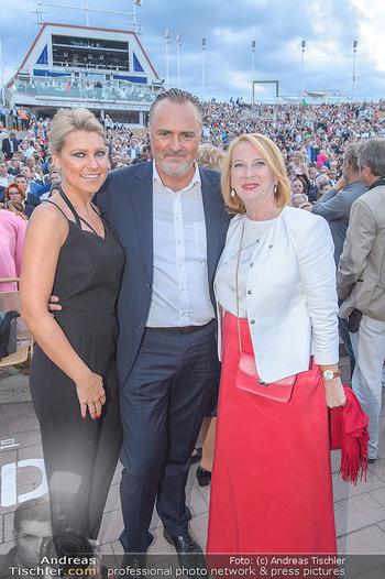 Das Land des Lächelns Premiere - Seefestspiele Mörbisch - Do 11.07.2019 - Hans Peter DOSKOZIL mit Freundin Julia, Doris BURES70