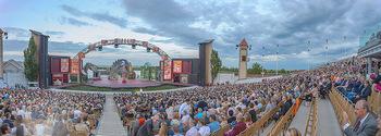 Das Land des Lächelns Premiere - Seefestspiele Mörbisch - Do 11.07.2019 - Seebühne, Bühnenfoto, Kulisse, Bühnenbild, Publikum, Zuschaue85