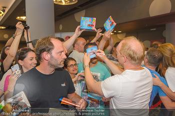 Kinopremiere ´Leberkäsjunkie´ - Cineplexx Donauplex - Do 01.08.2019 - Simon SCHWARZ gibt Autogramme14