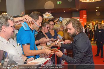 Kinopremiere ´Leberkäsjunkie´ - Cineplexx Donauplex - Do 01.08.2019 - Daniel CHRISTENSEN gibt Autogramme15