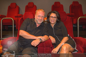 Kinopremiere ´Leberkäsjunkie´ - Cineplexx Donauplex - Do 01.08.2019 - Reinhard NOWAK mit Ehefrau Arzu44