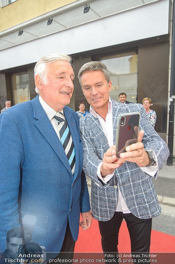Premiere Stockerau Festspiele - Stockerau - Fr 02.08.2019 - Alfons HAIDER macht Selfie mit Otmar NESTROY39