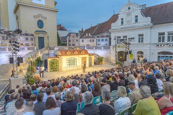 Premiere Stockerau Festspiele - Stockerau - Fr 02.08.2019 - Bühnenfoto Christian SPATZEK bei Eröffnungsrede93