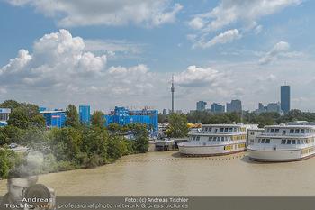 Beachvolleyball - Donauinsel Wien - Sa 03.08.2019 - Blick über die Donau zum Center Court mit Schulschiff und UNO C3