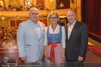 LH Mikl-Leitner besucht die Festspiele - Stadttheater Berndorf - Do 08.08.2019 - Johanna MIKL-LEITNER mit Ehemann Andreas, Bürgermeister Hermann1