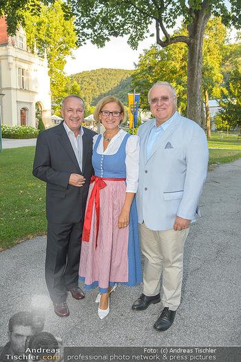 LH Mikl-Leitner besucht die Festspiele - Stadttheater Berndorf - Do 08.08.2019 - Johanna MIKL-LEITNER mit Ehemann Andreas, Bürgermeister Hermann8