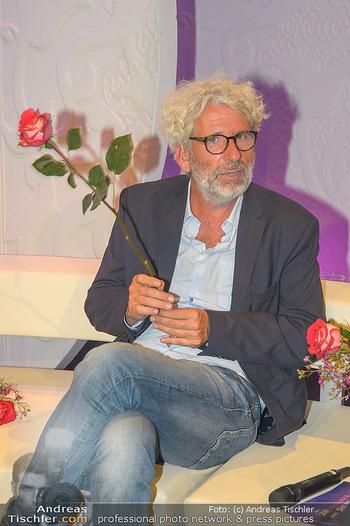 20 Jahre Barbara Karlich Show - ORF Zentrum - Di 03.09.2019 - Dirk STERMANN mit Rose6