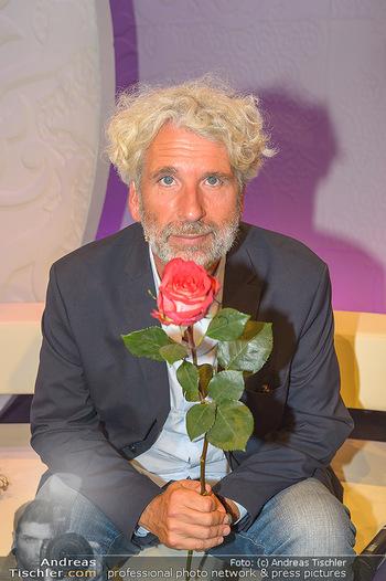20 Jahre Barbara Karlich Show - ORF Zentrum - Di 03.09.2019 - Dirk STERMANN (Portrait mit Rose)10