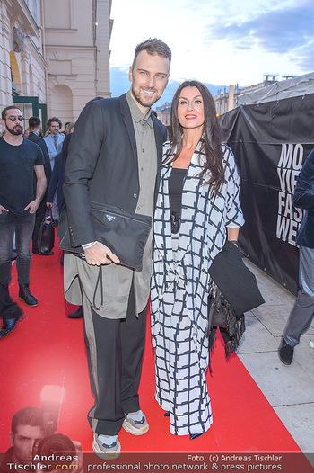 Fashion Week Opening - MQ Museumsquartier, Wien - Mo 09.09.2019 - Monika BALLWEIN mit Begleitung7