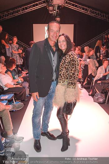 Fashion Week Opening - MQ Museumsquartier, Wien - Mo 09.09.2019 - Michael SEIDA mit Freundin Ulli RUPRECHT69