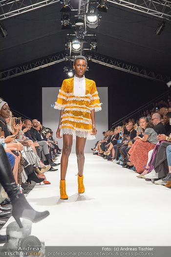 Fashion Week Opening - MQ Museumsquartier, Wien - Mo 09.09.2019 - Model am Laufsteg (Designer M Ostertag)79