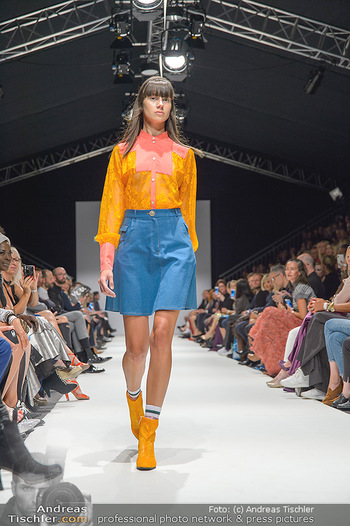 Fashion Week Opening - MQ Museumsquartier, Wien - Mo 09.09.2019 - Model am Laufsteg (Designer M Ostertag)81