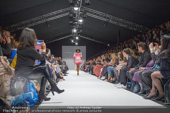 Fashion Week Opening - MQ Museumsquartier, Wien - Mo 09.09.2019 - Model am Laufsteg (Designer M Ostertag)84