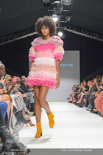 Fashion Week Opening - MQ Museumsquartier, Wien - Mo 09.09.2019 - Model am Laufsteg (Designer M Ostertag)86