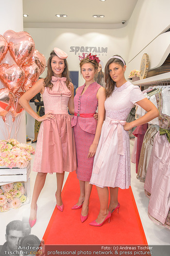 Aufdirndln für die Damenwiesn - Sportalm Store, Wien - Do 12.09.2019 - Models (Mina, Dalia, Anna HUBER)11