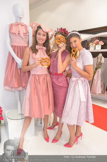 Aufdirndln für die Damenwiesn - Sportalm Store, Wien - Do 12.09.2019 - Models (Mina, Dalia, Anna HUBER)17