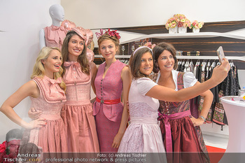 Aufdirndln für die Damenwiesn - Sportalm Store, Wien - Do 12.09.2019 - Silvia SCHNEIDER mit Models (Mina, Dalia, Anna HUBER), Sonja KAT20