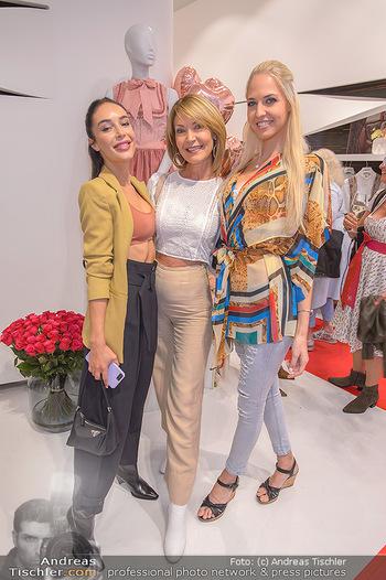 Aufdirndln für die Damenwiesn - Sportalm Store, Wien - Do 12.09.2019 - Tatjana KREUZMAYR mit Mutter Sissy KREUZMAYR, Beatrice KÖRMER67