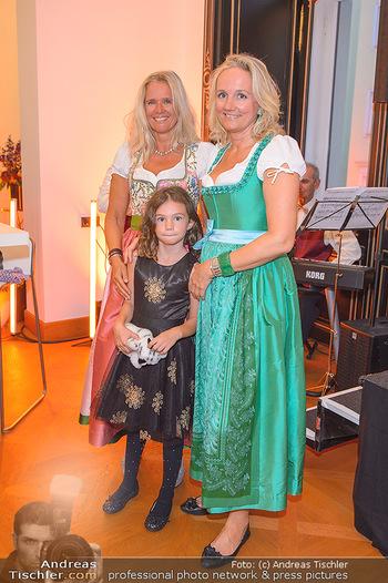 Sportalm Schauraum Opening - Palais Wessely, Wien - Di 17.09.2019 - Ulli EHRLICH mit Schwester Christina36
