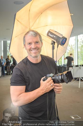 DAC Kalendershooting - BMW Wien Heiligenstadt - Mi 25.09.2019 - Manfred BAUMANN (Portrait mit Kamera)34