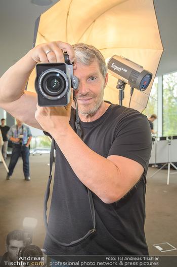 DAC Kalendershooting - BMW Wien Heiligenstadt - Mi 25.09.2019 - Manfred BAUMANN (Portrait mit Kamera)36