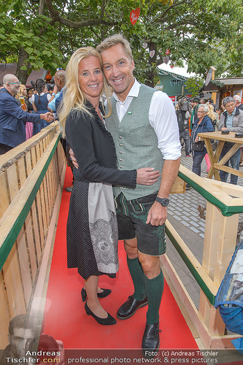 Wiener Wiesn Opening - Prater, Wien - Do 26.09.2019 - Hans KNAUSS mit Ehefrau Barbara204