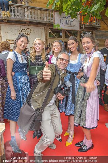 Wiener Wiesn Opening - Prater, Wien - Do 26.09.2019 - Junge Mädels in Dirndln, Karl SCHÖNDORFER216