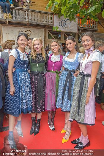 Wiener Wiesn Opening - Prater, Wien - Do 26.09.2019 - Junge Mädels in Dirndln220