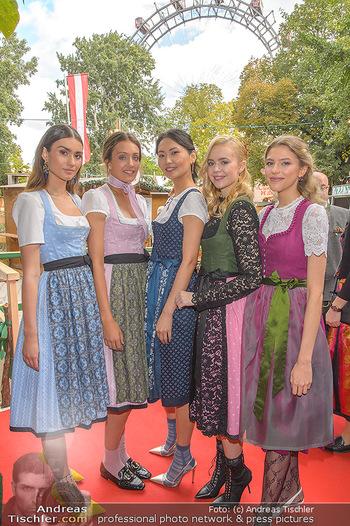 Wiener Wiesn Opening - Prater, Wien - Do 26.09.2019 - Junge Mädels in Dirndln248