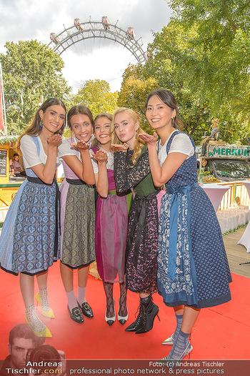 Wiener Wiesn Opening - Prater, Wien - Do 26.09.2019 - Junge Damen in Dirndln, Frauen im Dirndl340