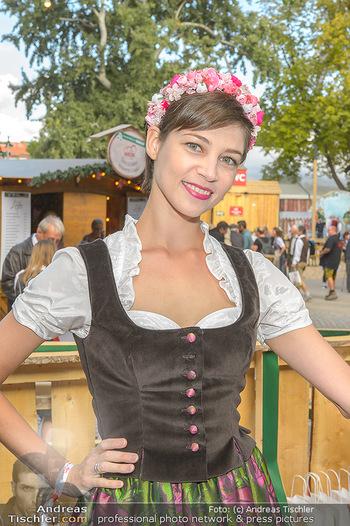 Wiener Wiesn Opening - Prater, Wien - Do 26.09.2019 - Maria YAKOVLEVA (Portrait im Dirndl)424