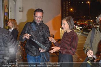 Kinopremiere ´Deutschstunde´ - Urania Kino Wien - Mo 30.09.2019 - Johanna WOKALEK gibt Autogramme1