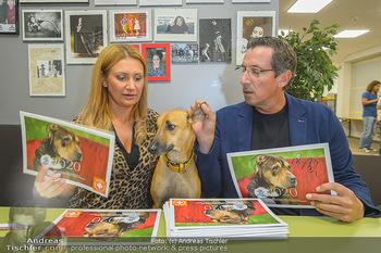 Tierschutzgala - Theater Akzent, Wien - Di 01.10.2019 - Angelika NIEDETZKY mit ihrem Hund Maya, Viktor GERNOT5