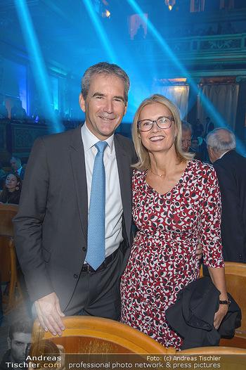 200 Jahre Erste Bank - Musikverein Wien - So 06.10.2019 - Hartwig LÖGER mit Ehefrau Claudia40