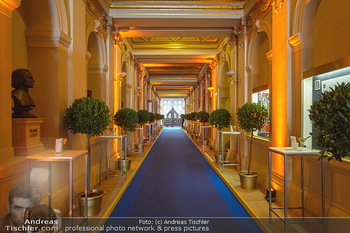 200 Jahre Erste Bank - Musikverein Wien - So 06.10.2019 - Eingangsbereich blue carpet Musikverein Wien, Deko46
