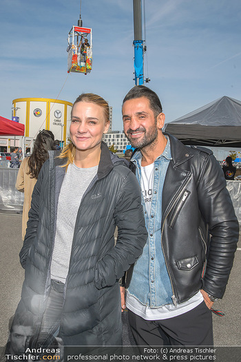 Promi Bungee Jumping - Parndorf Fashion Outlet - Fr 11.10.2019 - Fadi MERZA, Nicole WESNER7
