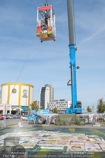 Promi Bungee Jumping - Parndorf Fashion Outlet - Fr 11.10.2019 - 11