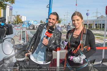 Promi Bungee Jumping - Parndorf Fashion Outlet - Fr 11.10.2019 - Fadi MERZA moderiert für oe24.tv, Bianca SPECK31