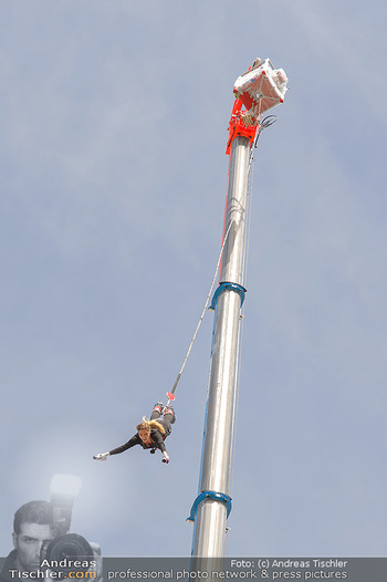 Promi Bungee Jumping - Parndorf Fashion Outlet - Fr 11.10.2019 - Bianca SPECK37