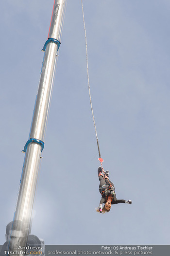Promi Bungee Jumping - Parndorf Fashion Outlet - Fr 11.10.2019 - Bianca SPECK38