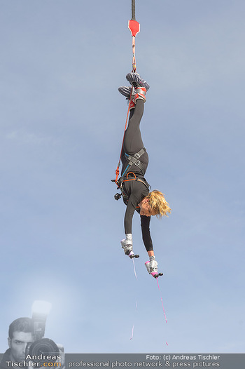 Promi Bungee Jumping - Parndorf Fashion Outlet - Fr 11.10.2019 - Bianca SPECK39